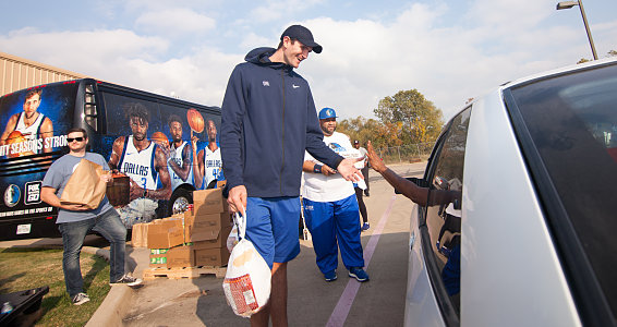 Friday photo: Dallas Mavericks players distribute Thanksgiving meals to Dallas families