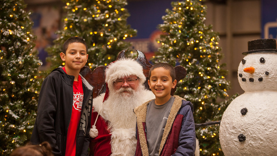 2018 family hope center at mlb christmas party santa