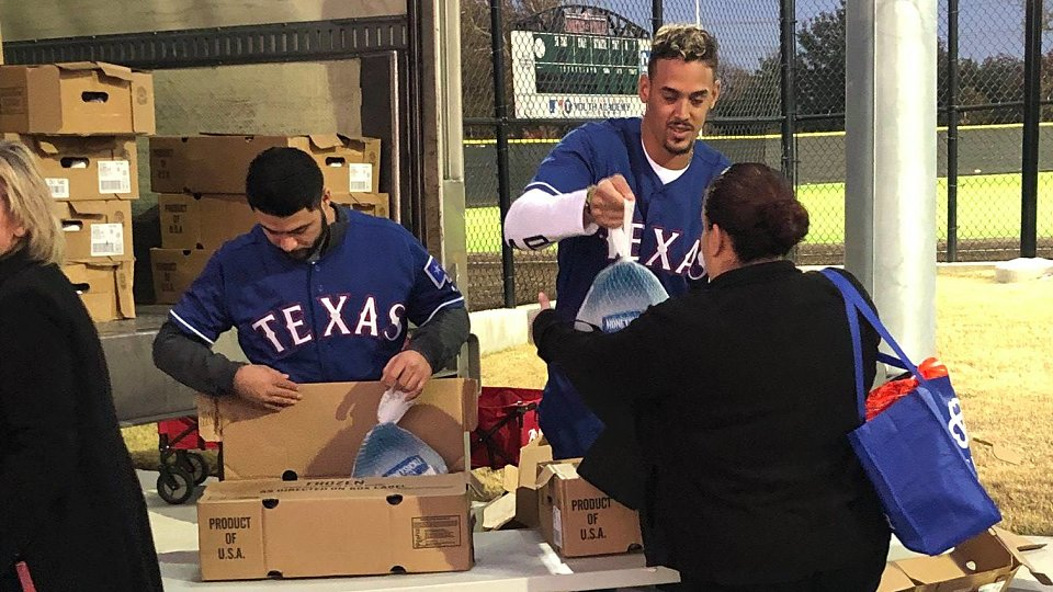 2018 rangers family hope center thanksgiving 3