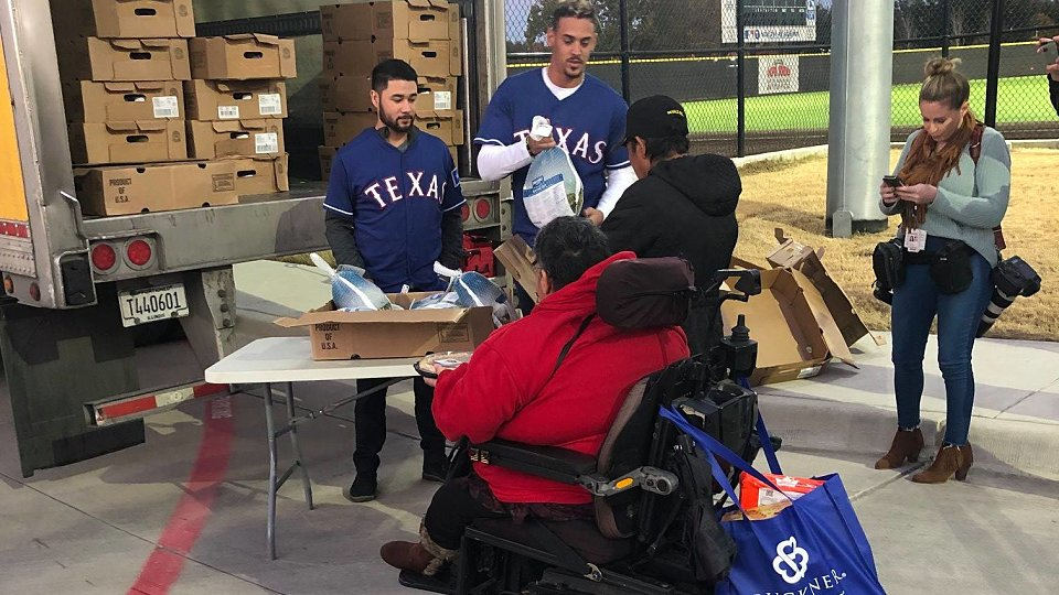 2018 rangers family hope center thanksgiving 4