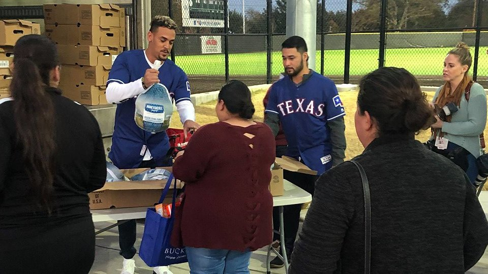 2018 rangers family hope center thanksgiving 5