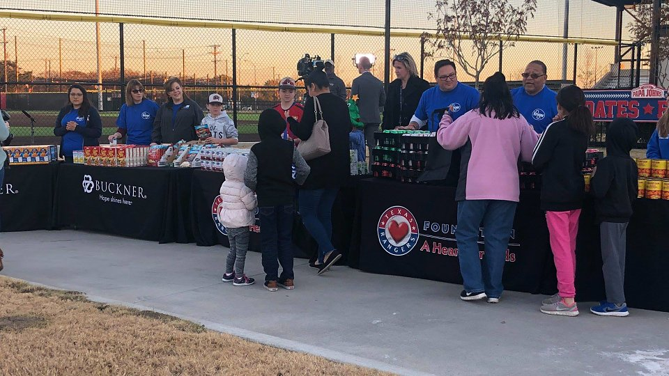 2018 rangers family hope center thanksgiving