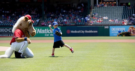 5-year-old adopted through Buckner throws out first pitch at Texas Rangers game