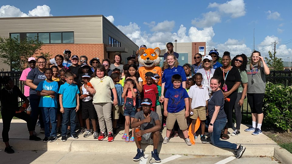 buckner houston poses with houston dash mascot dynamo diesel