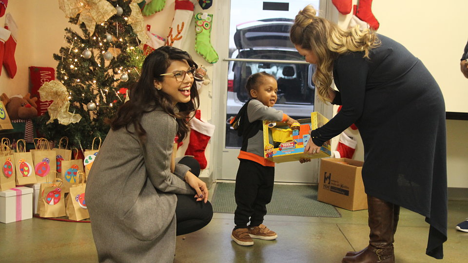/images/r/dallas-city-credit-union-2018-toy-drive-child-receives-toy/c960x540g0-224-3456-2167/dallas-city-credit-union-2018-toy-drive-child-receives-toy.jpg