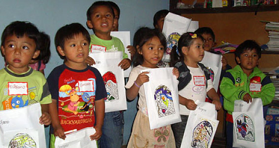 Photo Slideshow: Christmas in Peru Team Delivers Gifts, Smiles