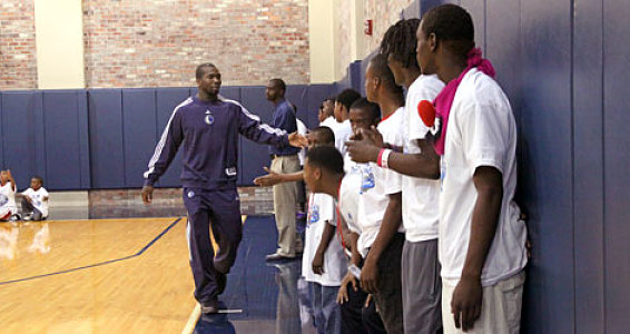 DFW community programs kids slam dunks with Mavericks