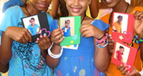 Children Flock to Missions Team in Dominican Republic