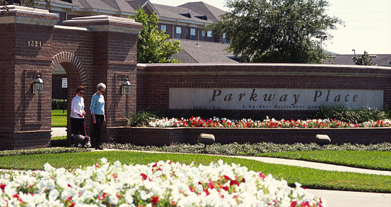 Parkway Place in Houston members bond through fitness