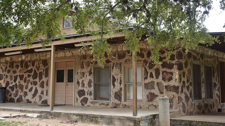 /images/r/ranch-house-exterior-2/c960x540g0-620-6000-4000/ranch-house-exterior-2.jpg
