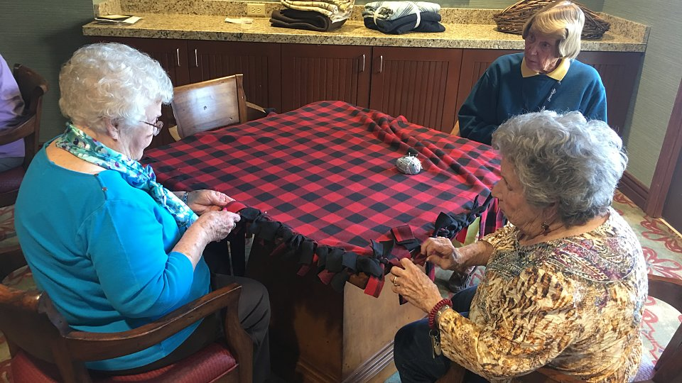 retirement seniors make blankets for homeless