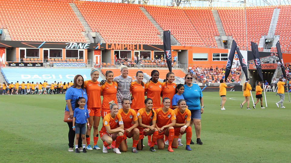 savanah does first kick at buckner night at houston dash 9