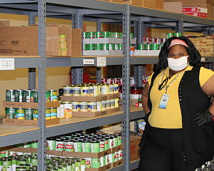 students volunteer at buckner pantry during pandemic